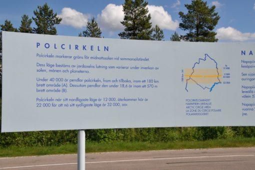 Skylt som berättar om Polcirkeln